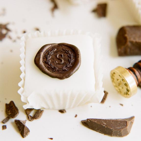 chocolate-seal-monogram-petit-four